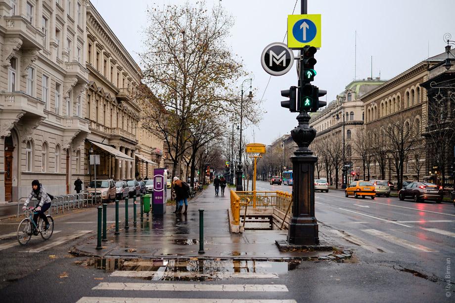 Знак метро Будапешта