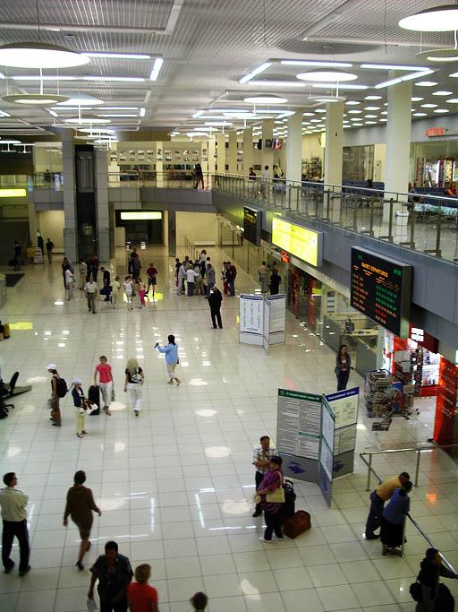 В новом терминале Кольцова светло
