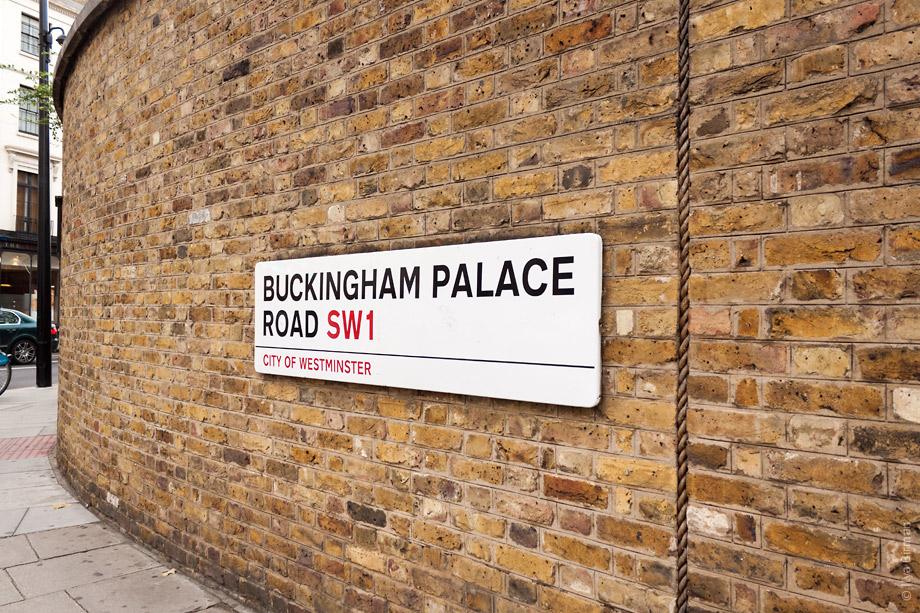 Уличные таблички Лондона. Buckingham Palace Road