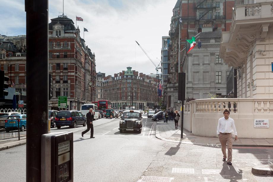Уличные таблички Лондона. Albert Gate