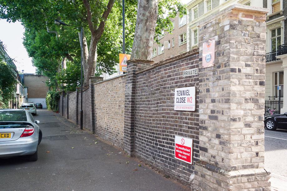Уличные таблички Лондона. Tenniel close