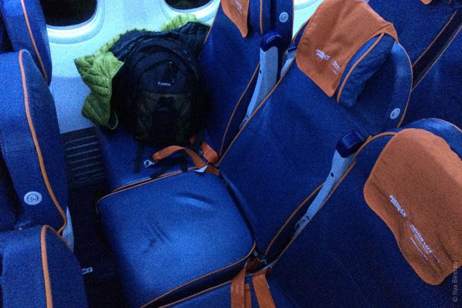 Как я слетал в Самару. При откидывании спинки кресла, сиденье, наоборот, сдвигается несколько вперёд