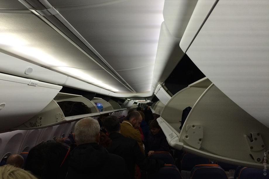 Как я слетал в Самару. Багажные полки откидываются вниз
