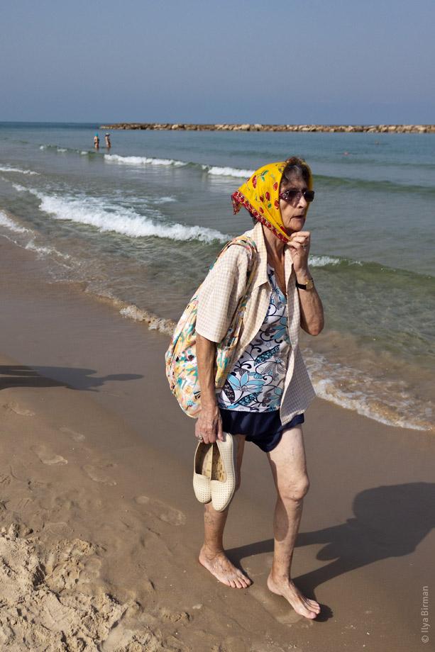 С тетей на пляже 7 фотография
